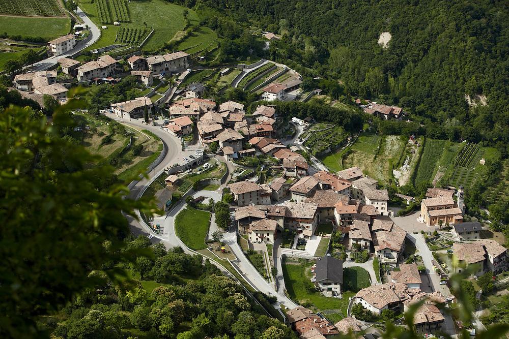 Tenno (TN) -  Frazioni di Pranzo e Ville del Monte viste dal Monte di San Martino.