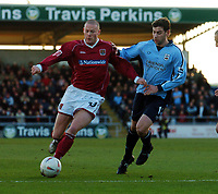 Fotball<br /> FA Cup tredje runde<br /> 08.01.2005<br /> Foto: Fotosports/Digitalsport<br /> NORWAY ONLY<br /> <br /> Josh Low Northampton Town - Rory Delap Southampton<br /> <br /> Northampton Town V Southampton