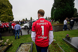 © Licensed to London News Pictures. 26/10/2017. Epsom, UK. A mourner wearing a Manchester United shirt at the funeral of Tom 'Tomboy' Doherty, the nephew of Big Fat Gypsy Weddings star Paddy Doherty, at Epsom Cemetery in Epsom, Surrey. Tom Doherty was 17 when he was killed in a car crash in South Nutfield in Surrey on October 9. He had passed his driving test just days earlier. Photo credit: Ben Cawthra/LNP