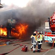 Brand na explosie Poststraat Bussum..vuur, vlammen, brandweer, ladderwagen, politie, rook,