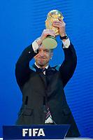 Igor Shuvalov (RUS), Deputy Prime Minister des Austragungsland der Fussball Weltmeisterschaft 2018 Russland praesentiert den Weltmeister Pokal (Andreas Meier/EQ Images)