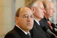 24 JAN 2006, BERLIN/GERMANY:<br /> Gregor Gysi (Vorne-L), PDS/Die Linke Fraktionsvorsitzender, und Oskar Lafontaine (Hinten-R), Die Linke Fraktionsvorsitzender, waehrend einem Pressestatement vor Beginn der Fraktionssitzung der Linkspartei, Deutscher Bundestag <br /> IMAGE: 20060124-01-002