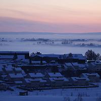 Ask 20210103. <br /> Rasstedet for jordras katastrofen i Ask i Gjerdrum i klarvær søndag morgen. Lys er tent langs veien.<br /> Foto: Tor Erik Schrøder / NTB