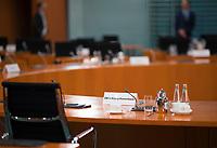 DEU, Deutschland, Germany, Berlin, 09.09.2020: Namensschild von Bundesverteidigungsministerin Annegret Kramp-Karrenbauer (CDU) vor Beginn der 112. Kabinettsitzung im Bundeskanzleramt. Aufgrund der Coronakrise findet die Sitzung derzeit im Internationalen Konferenzsaal statt, damit genügend Abstand zwischen den Teilnehmern gewahrt werden kann.