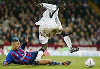 Fotball, 26. januar 2003, Crystal Palace V Liverpool FA cup 4th round. Selhurst park.<br />Emile Heskey, Liverpool og  Hayden Mullins, Palace<br />Foto: Scott Heavey, Digitalsport