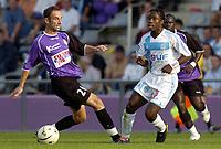 Fotball<br /> Frankrike 2004/05<br /> Istres v Olympique Marseille<br /> 2. oktober 2004<br /> Foto: Digitalsport<br /> NORWAY ONLY<br /> PEGGUY LUYINDULA (OM) / FRANCK CHAUSSIDIERE (IST)