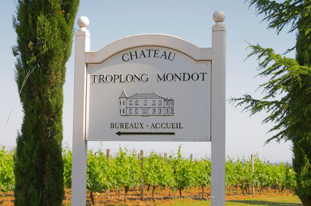 A white sign pointing to the office (bureaux) and reception (accueil) and the vineyards of Chateau Troplong Mondot  Saint Emilion  Bordeaux Gironde Aquitaine France
