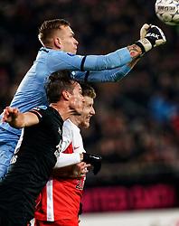 23-11-2019 NED: FC Utrecht - AZ Alkmaar, Utrecht<br /> Round 14 / Marco Bizot #1 of AZ Alkmaar, Stijn Wuytens #30 of AZ Alkmaar, Simon Gustafson #10 of FC Utrecht