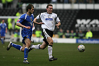 Photo: Pete Lorence.<br />Derby County v Cardiff City. Coca Cola Championship. 17/03/2007.<br />Roger Johson and Steve Howard chase the ball.
