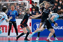 11-12-2019 JAP: Netherlands - Korea, Kumamoto<br /> Last match Main Round Group1 at 24th IHF Women's Handball World Championship, Netherlands win the last match against Korea with 36 - 24. / Danick Snelder #10 of Netherlands, Kelly Dulfer #18 of Netherlands, Eunhye Kang #19 of Korea