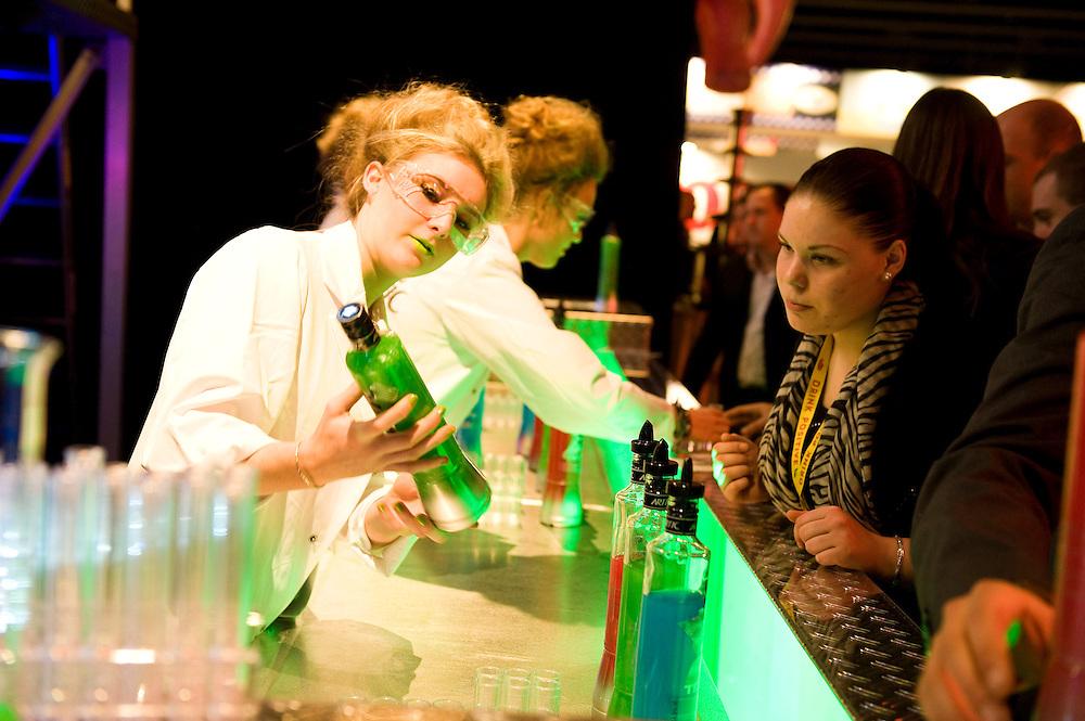 Nederland, Amsterdam, 7 jan 2013.De Horecava is vandaag weer van start gegaan. Vakbeurs voor iedereen die wat met de horeca te maken heeft. Er is vooral veel belangstelling voor eten en drinken, speciaal als er iets te proeven valt. Hier een bar met een nieuwe 'shot'..Foto(c): Michiel Wijnbergh