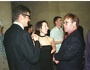 Jay Jopling, Sam taylor-Wood and Elton John. Turner prize private view. 27 October 1998.  Tate Gallery. © Copyright Photograph by Dafydd Jones 66 Stockwell Park Rd. London SW9 0DA Tel 020 7733 0108 www.dafjones.com