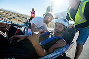 Dave Collins in de Arion 1. In Battle Mountain (Nevada) wordt ieder jaar de World Human Powered Speed Challenge gehouden. Tijdens deze wedstrijd wordt geprobeerd zo hard mogelijk te fietsen op pure menskracht. Ze halen snelheden tot 133 km/h. De deelnemers bestaan zowel uit teams van universiteiten als uit hobbyisten. Met de gestroomlijnde fietsen willen ze laten zien wat mogelijk is met menskracht. De speciale ligfietsen kunnen gezien worden als de Formule 1 van het fietsen. De kennis die wordt opgedaan wordt ook gebruikt om duurzaam vervoer verder te ontwikkelen.<br /> <br /> In Battle Mountain (Nevada) each year the World Human Powered Speed Challenge is held. During this race they try to ride on pure manpower as hard as possible. Speeds up to 133 km/h are reached. The participants consist of both teams from universities and from hobbyists. With the sleek bikes they want to show what is possible with human power. The special recumbent bicycles can be seen as the Formula 1 of the bicycle. The knowledge gained is also used to develop sustainable transport.