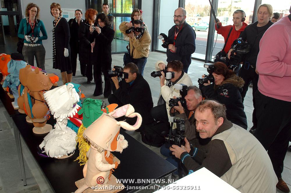 NLD/Hilversum/20070305 - Fotoshoot poppen de Fabeltjeskrant Musical, grote media belangstelling
