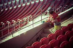 Trabalhador no Beira Rio em 31 de fevereiro de 2014. O Estádio Beira Rio, que receberá jogos da Copa do Mundo de Futebol 2014, tem mais 97% da sua reforma concluída e re-inauguração agendada para 04 de abril de 2014. FOTO: Jefferson Bernardes/ Agência Preview