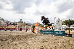 MUFF Werner (SUI), Jolie vh Molenhof<br /> Münster - Turnier der Sieger 2019<br /> Preis des EINRICHTUNGSHAUS OSTERMANN, WITTEN<br /> CSI4* - Int. Jumping competition  (1.45 m) - <br /> 1. Qualifikation Mittlere Tour<br /> Medium Tour<br /> 02. August 2019<br /> © www.sportfotos-lafrentz.de/Stefan Lafrentz