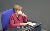 DEU, Deutschland, Germany, Berlin, 29.10.2020: Deutscher Bundestag, Bundeskanzlerin Dr. Angela Merkel (CDU) mit Mund-Nase-Bedeckung (FFP2 Maske) nach ihrer Regierungserklärung zur Bewältigung der COVID-19 Pandemie.