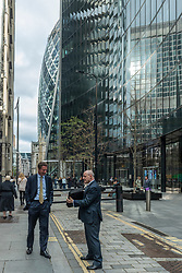 © Licensed to London News Pictures. 27/10/2021. LONDON, UK. City workers out at lunchtime in the City of London as Rishi Sunak, Chancellor of the Exchequer, delivers his Budget.  Inflation is likely to reach 4% with an impact on the cost of living.  Photo credit: Stephen Chung/LNP