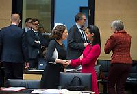 DEU, Deutschland, Germany, Berlin, 16.12.2016: Die Berliner Wirtschaftssenatorin Ramona Pop (B90/Die Grünen) und Staatssekretärin Sawsan Chebli bei einer Sitzung im Bundesrat.