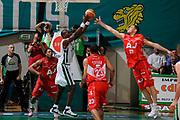 DESCRIZIONE : Siena Lega A 2008-09 Playoff Finale Gara 2 Montepaschi Siena Armani Jeans Milano<br /> GIOCATORE : Benjamin Eze Mindaugas Katelynas<br /> SQUADRA : Montepaschi Siena Armani Jeans Milano<br /> EVENTO : Campionato Lega A 2008-2009 <br /> GARA : Montepaschi Siena Armani Jeans Milano<br /> DATA : 12/06/2009<br /> CATEGORIA : rimbalzo<br /> SPORT : Pallacanestro <br /> AUTORE : Agenzia Ciamillo-Castoria/G.Ciamillo
