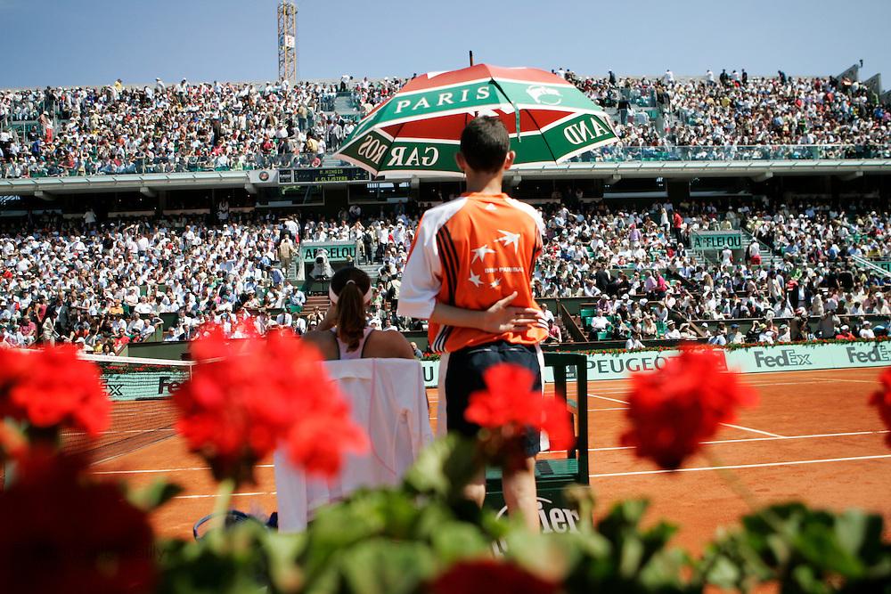 Roland Garros. Paris, France. June 6th 2006..Martina Hingis against Kim Clijsters during the 1/4 finals.