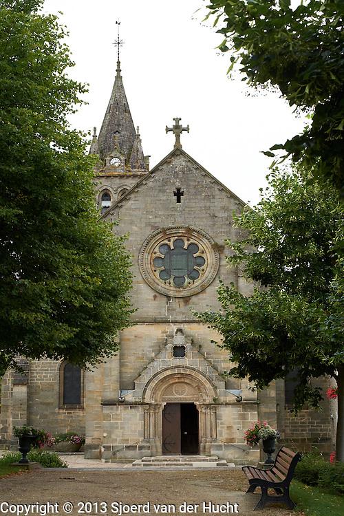 Kerk in de Franse plaats Bourbonne-les-Bains, Frankrijk  -  Church in French city Bourbonne-les-Bains, France