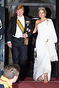 Zijne Majesteit Koning Willem-Alexander en Hare Majesteit Koningin Máxima ontvangen het Corps Diplomatique voor het jaarlijkse galadiner in het Koninklijk Paleis Amsterdam.<br /> <br /> His Majesty King Willem-Alexander and Her Majesty Queen Máxima receive the Diplomatic Diploma for the annual gala dinner at the Royal Palace Amsterdam.<br /> <br /> Op de foto / On the photo: