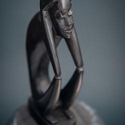 Artesanato de Angola. Esculturas em madeira. Pau preto, ebano. Pensador
