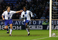 Fotball<br /> Premier League 2003/04<br /> Leicester v Chelsea <br /> 11. januar 2004<br /> Foto: Digitalsport<br /> NORWAY ONLY<br /> Frank Lampard congratulates Celestine Babayaro after he made it 4-0