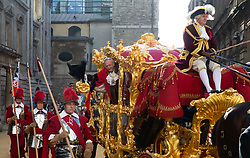 November 10, 2018 - London, London, United Kingdom - Image ©Licensed to i-Images Picture Agency. 10/11/2018. London, United Kingdom..The New Lord Mayor, Peter Eslin, waves from his gold carriage as the procession passes and he becomes the 691st Lord Mayor. There are 7,000 people and over 70 Floats in the procession.. Lord Mayor's Show, London. City of London. (Credit Image: © Mark Thomas/i-Images via ZUMA Press)