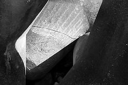 Castro Marina - Salento - Puglia - Una corda crea una linea di luce tra i frangiflutti in cemento.