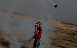 May 24, 2019 - Gaza, khan younis, Palestine - Palestinians clashed with Israeli forces during a major demonstration on the Gaza border, calling for an end to the Israeli siege on Gaza and the right to return to their homes at the border fence between Israel and Gaza in the southern Gaza Strip. (Credit Image: © Yousef Masoud/Pacific Press via ZUMA Wire)