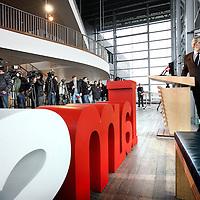 Nederland, Amsterdam , 27 februari 2013.<br /> De feestelijkheden rond de inhuldiging van koning Willem-Alexander op 30 april in Amsterdam zullen zich vooral afspelen op en rond het IJ. De nieuwe koning en koningin zullen een 'Koningsvaart' maken naar het Muziekgebouw aan het IJ. Dat heeft burgemeester Van der Laan bekendgemaakt op een persconferentie in het Muziekgebouw aan het IJ.<br /> Foto:Jean-Pierre Jans