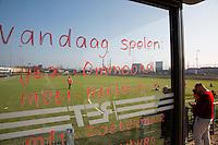 ROTTERDAM ZUID - De bushaltes van jonge hockeyclub met wedstrijdschema om het raam van een van de bushokjes/ tramhalte van Rotterdam Zuid., Hockeyclub Feijenoord. COPYRIGHT KOEN SUYK