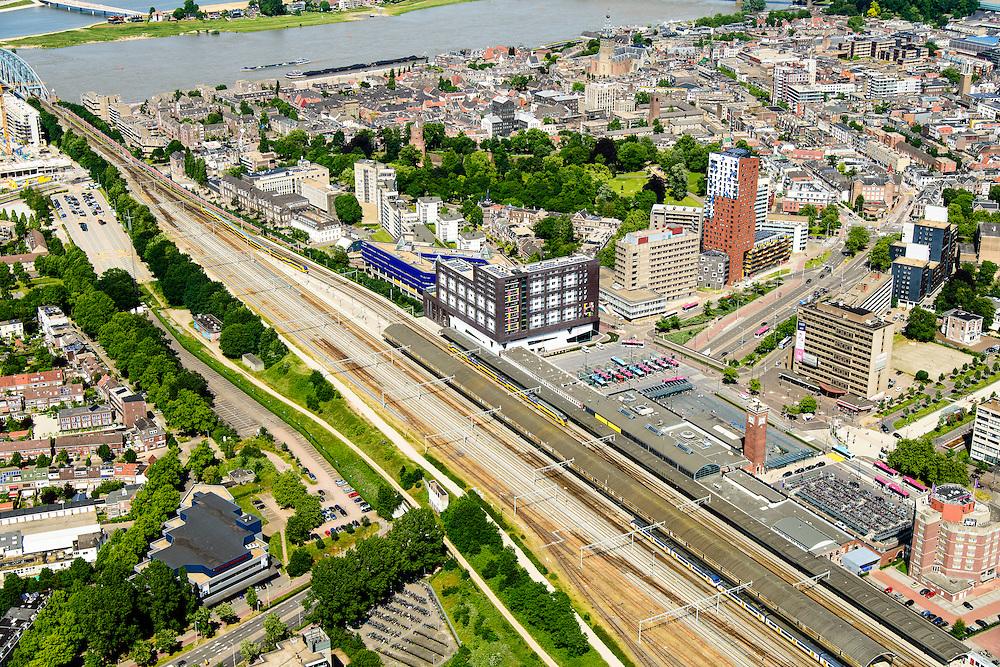 Nederland, Gelderland, Nijmegen, 09-06-2016; binnenstad Nijmegen, met NS-station, Stationsplein, Spoorstraat en Van Schaeck Mathonsingel.<br /> <br /> Town of Nijmegen, inner city.<br /> luchtfoto (toeslag op standard tarieven);<br /> aerial photo (additional fee required);<br /> copyright foto/photo Siebe Swart
