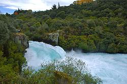 Huka Falls, localizado próximo a Taupo, possuí uma das quedas mais fortes de água, proporcionando um belo espetáculo para os turistas, que podem chegar bem próximo da vertente. FOTO: Lucas Uebel/Preview.com