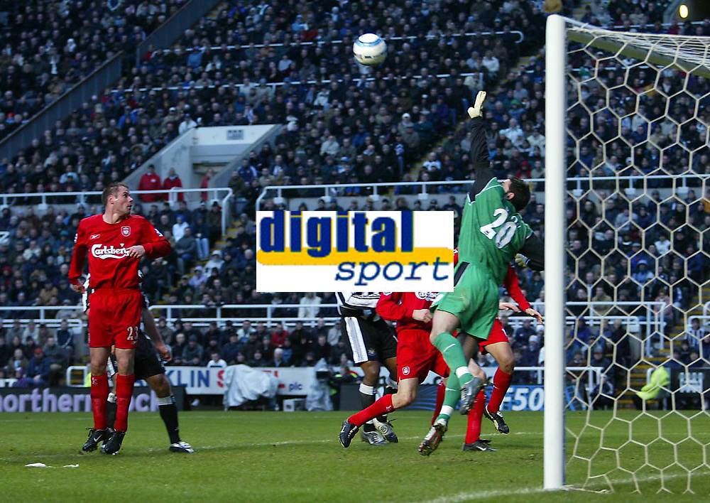 Photo. Andrew Unwin.<br /> Newcastle United v Liverpool, Barclays Premiership, St James' Park, Newcastle upon Tyne 05/03/2005.<br /> Liverpool's goalkeeper, Scott Carson, is beaten by an excellent free kick from Newcastle's Laurent Robert.