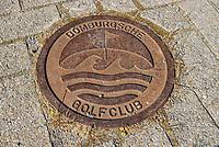 DOMBURG - putdeksel Domburgsche Golf Club in Zeeland (Walcheren) .  COPYRIGHT KOEN SUYK