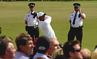 Golf<br /> Foto: SBI/Digitalsport<br /> NORWAY ONLY<br /> <br /> 2005 Open Championship, St. Andrews.<br /> Saturday 16/07/2005<br /> <br /> Tiger Woods drives off 2nd with 2 local bobbies in close attendance