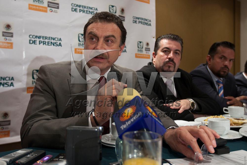 TOLUCA, Mexico.- Xavier Maawad Robert, delegado en el stado de Mexcio del Instituto Mexicano del Seguro Social (IMSS) habla con periodistas en una conferencia de prensa. Agencia MVT / Mario Vazquez de la Torre. (DIGITAL)