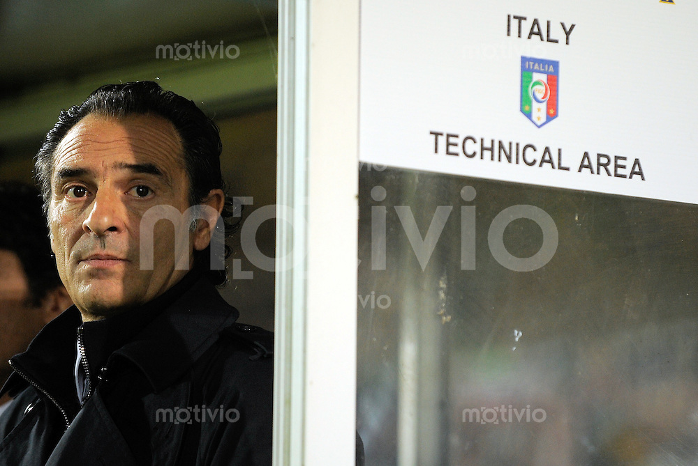 FUSSBALL INTERNATIONAL  EM 2012-Qualifikation  Gruppe C Irland - Italien                 08.10.2010 Trainer Cesare PRANDELLI (Italien)