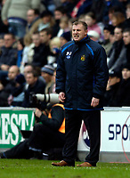 Photo: Jed Wee.<br />Wigan Athletic v Liverpool. The Barclays Premiership. 11/02/2006.<br />Wigan manager Paul Jewell shouts at his players.