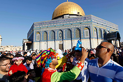 17.07.2015, Jerusalem, ISR, Fastenmonat Ramadan, im Bild Glaebige Muslime beim beten // A Palestinian clown plays with children at the al-Aqsa Mosque compound in Jerusalem's old city following Eid al-Fitr prayers holiday that marks the end of the fasting month of Ramadan, Israel on 2015/07/17. EXPA Pictures © 2015, PhotoCredit: EXPA/ APAimages/ Saeb Awad<br /> <br /> *****ATTENTION - for AUT, GER, SUI, ITA, POL, CRO, SRB only*****