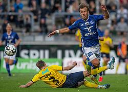 Jesper Bøge (Hobro IK) spænder ben for Frederik Gytkjær (Lyngby Boldklub) under kampen i 3F Superligaen mellem Lyngby Boldklub og Hobro IK den 20. juli 2020 på Lyngby Stadion (Foto: Claus Birch).