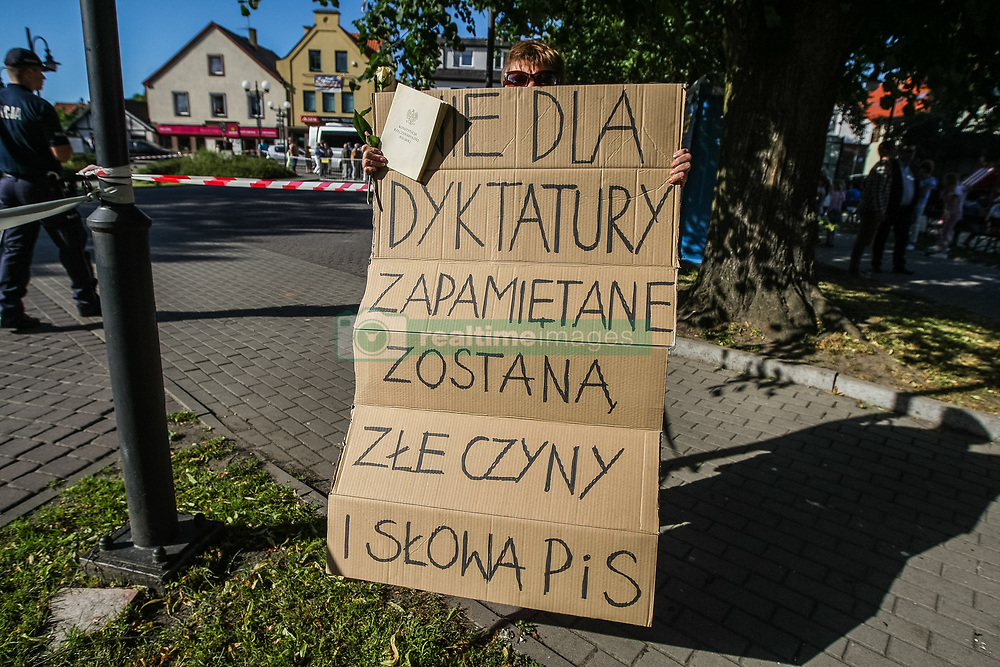 June 21, 2017 - Nowy Dwor Gdanski, Poland - President of Poland Andrzej Duda opponent with ''not for dictatorship'' banner is seen in Nowy Dwor Gdanski on 21 June 2017  Duda visits Nowy Dwor Gdanski to meet with his and his party Law and Justice (PiS) suporters. (Credit Image: © Michal Fludra/NurPhoto via ZUMA Press)