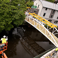 Ennis Towns newest bridge is put into place by Duggan Steel workers off the Abbey Street car park on Wednesday.<br /> Photograph by Yvonne Vaughan