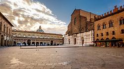 General view of the Piazza Maggiore as dawn breaks, Bologna, Italy<br /> <br /> (c) Andrew Wilson | Edinburgh Elite media
