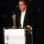 NLD/Bussum/20051212 - Uitreiking Gouden Beelden 2005, beeld Nieuws & Evenementen voor Hans Laroes voor NOS Journaal, Tsunami verslagen