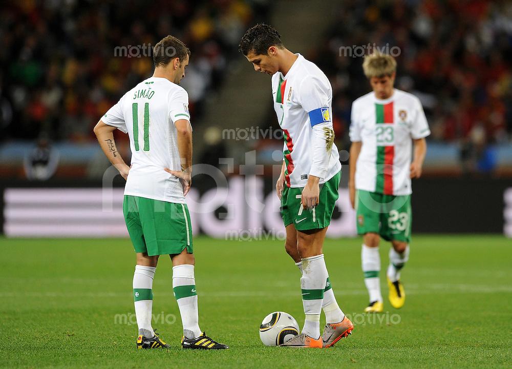 FUSSBALL WM 2010   ACHTELFINALE      29.06.2010 Spanien - Portugal SIMAO, CRISTIANO RONALDO (v. li., Portugal)