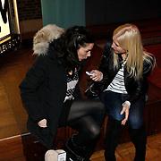 NLD/Amsterdam/20100215 -  Lancering MTV Mobile, Halina Reijn in gesprek met journaliste Anette de Vries